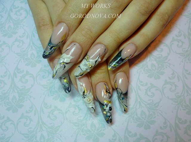 Nail design courses. Abstraction. Salon nail design.
