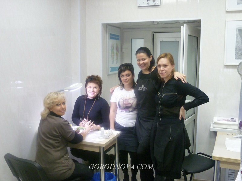Salon extension of a French nail